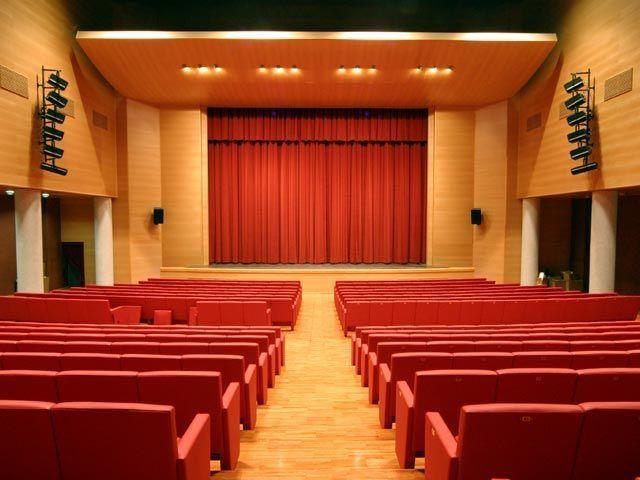 Record-di-abbonamenti-al-Teatro-delle-Api-di-Porto-Sant'Elpidio-per-la-stagione-teatrale-del-Direttore-Artistico-Neri-Marcorè